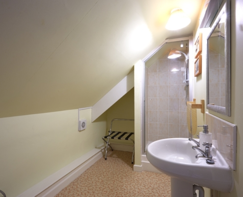 Strawberry Cottage - Double Room Bathroom
